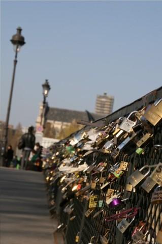 二人の愛に鍵を